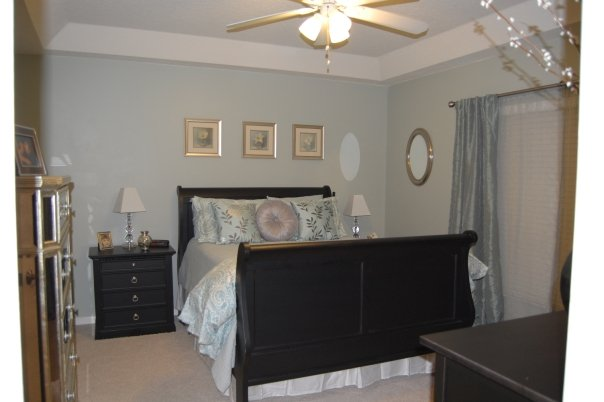 Ice Blue Master Bedroom Makeover | missfrugalfancypants.com