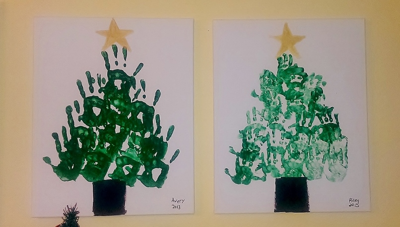 DIY Christmas Art Craft for Kids with Handprints, Paint and Canvas | missfrugalfancypants.com