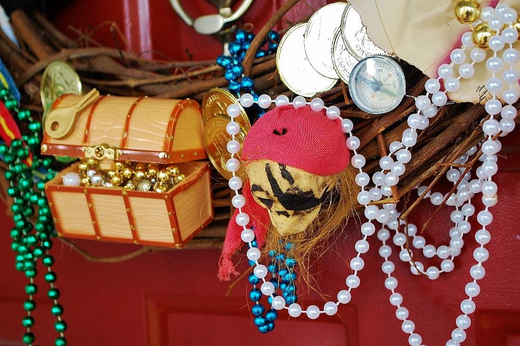 DIY Gasparilla Pirate Wreath | missfrugalfancypants.com