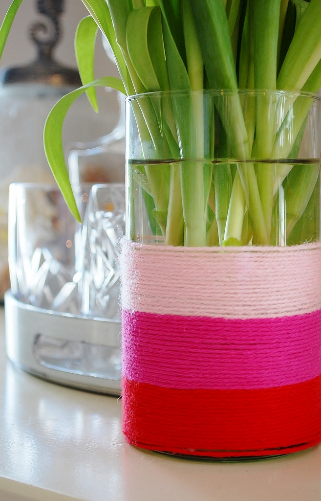 DIY Yarn Wrapped Pink & Red Valentine's Day Vase | missfrugalfancypants.com