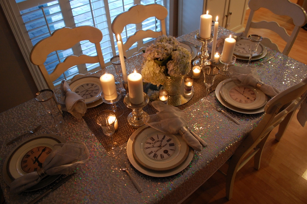 Intimate New Years Eve Table Setting at Home | missfrugalfancypants.com