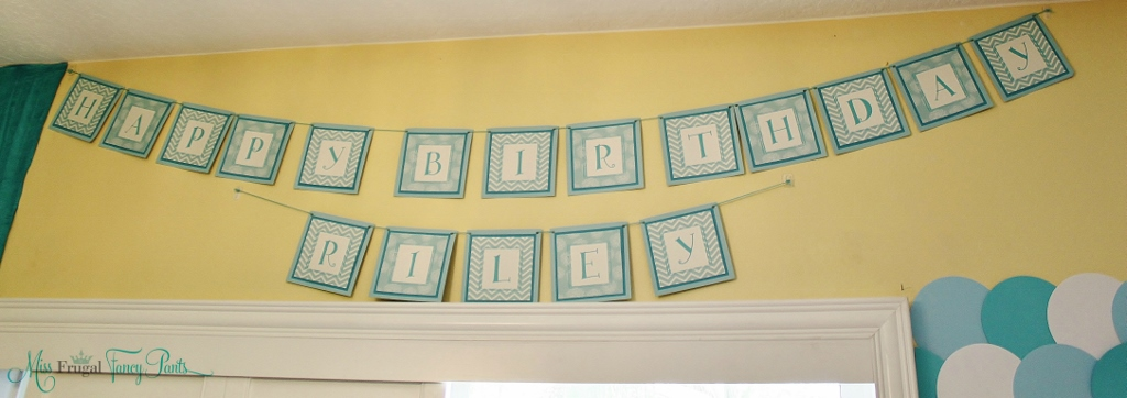 Little Mermaid Under the Sea 1st Birthday Party Decor with Aqua Birthday Banner | missfrugalfancypants.com