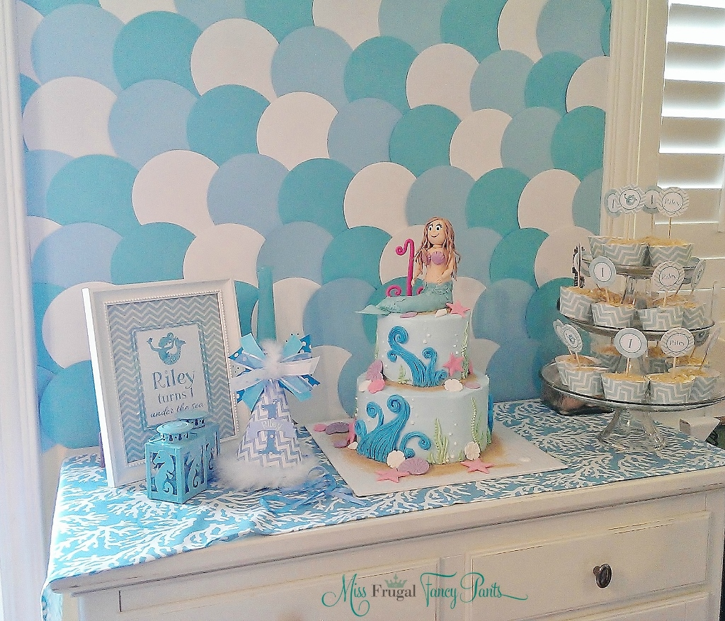 Little Mermaid Under the Sea 1st Birthday Party Decor with Aqua Paper Circle Backdrop | missfrugalfancypants.com