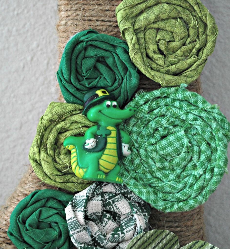 St. Patricks Day Initial Wreath Gator | missfrugalfancypants.com