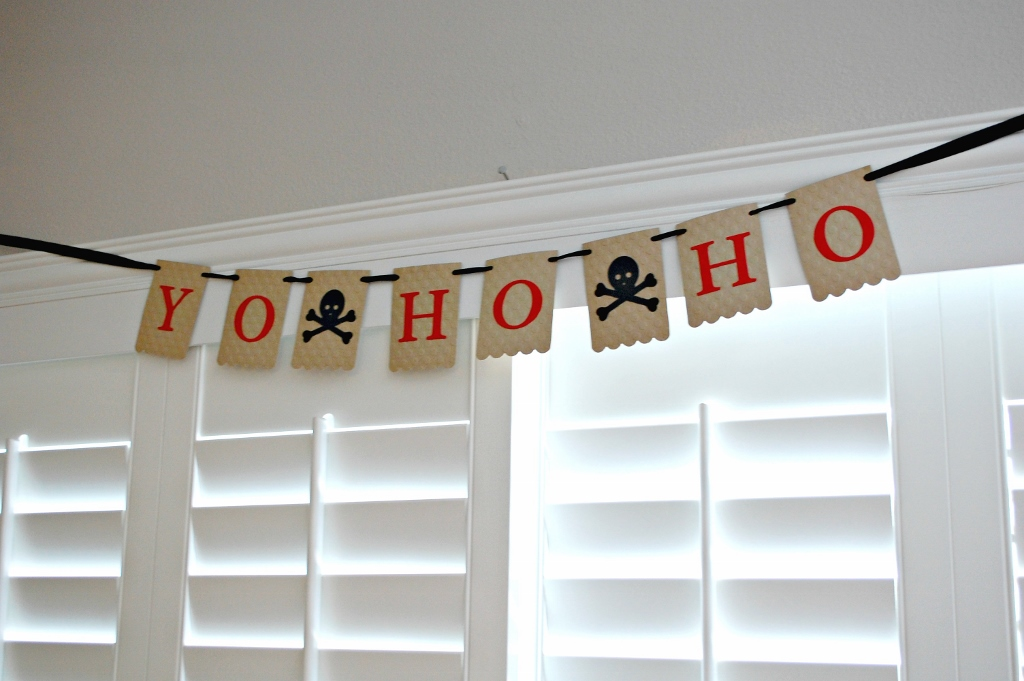 Pirate Party Banner | Missfrugalfancypants.com