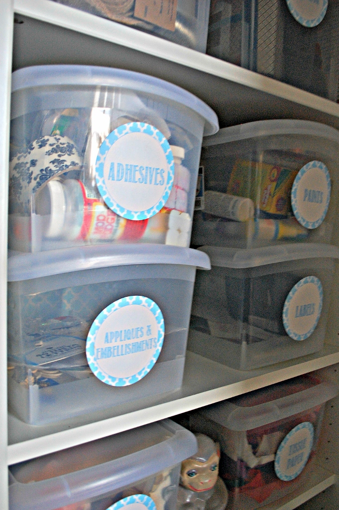 Craft Closet Organization | missfrugalfancypants.com