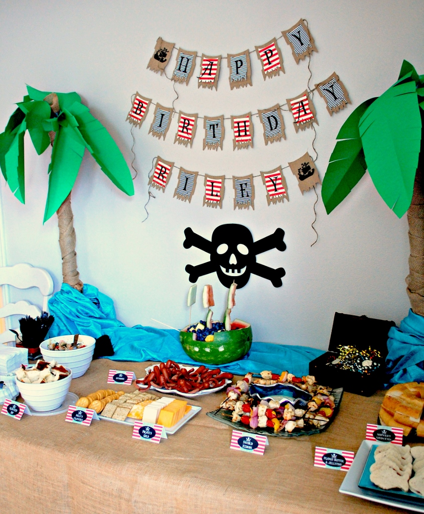 Pirate Party Food Table   missfrugalfancypants.com