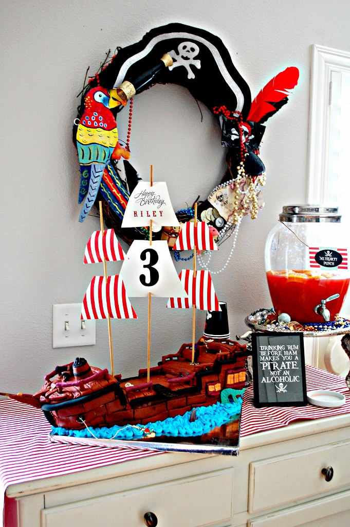 Pirate Party Pirate Ship Cake   missfrugalfancypants.com
