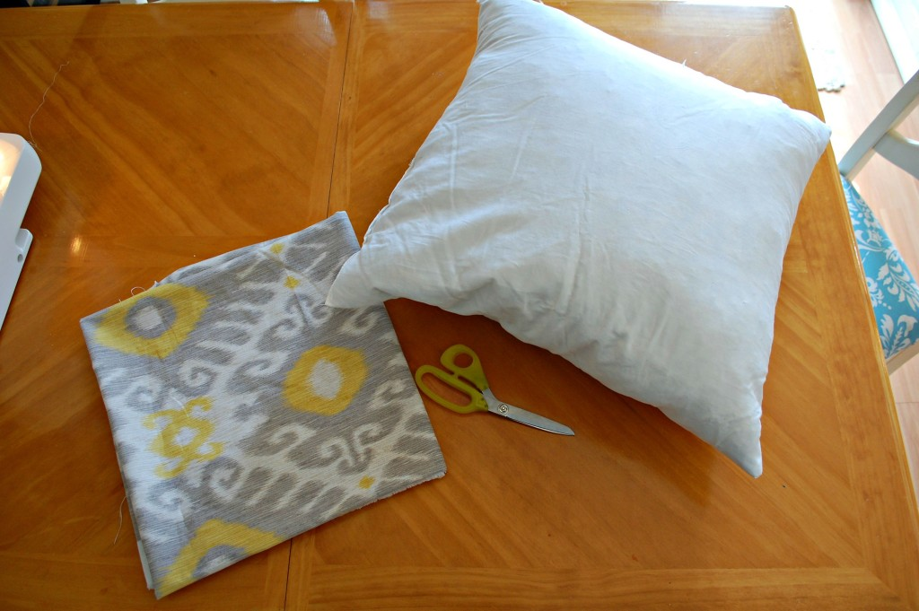 Easy Affordable DIY Pillow Covers | missfrugalfancypants.com