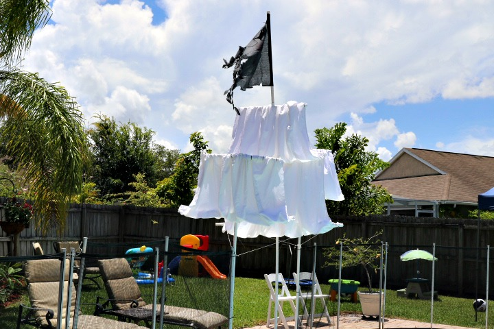 Outdoor Pirate Pool Party DIY Ship | Missfrugalfancypants.com