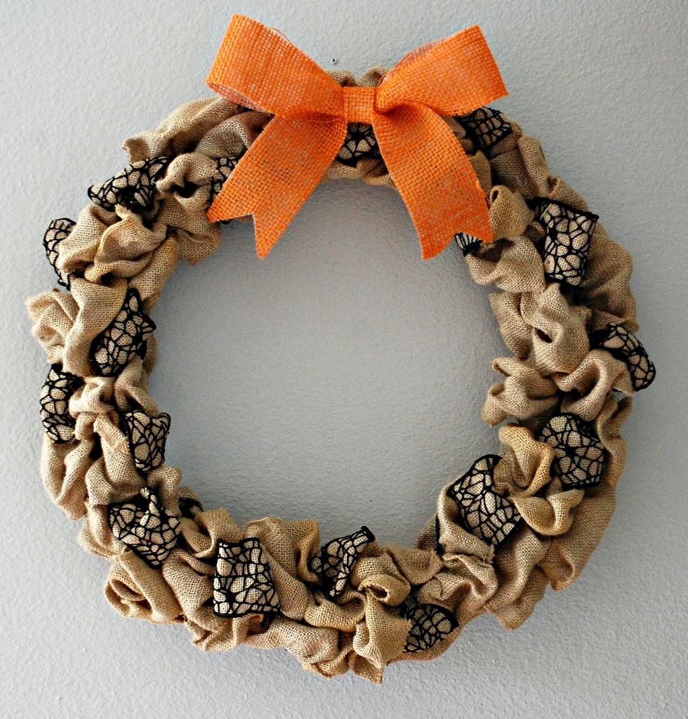 Halloween Burlap Spider Wreath | missfrugalfancypants.com