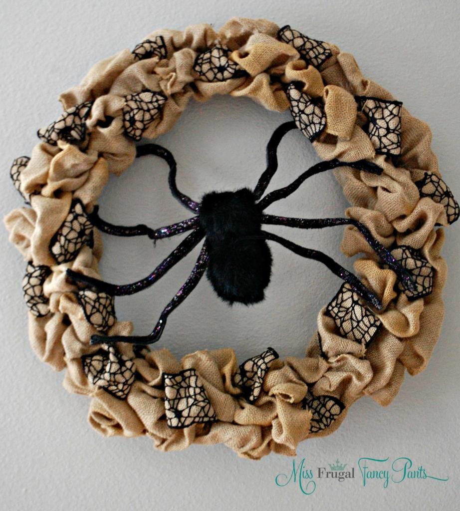 Halloween Burlap Spider Wreath | missfrugalfancypants.com