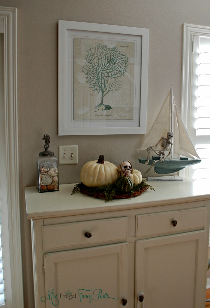 Neutral Halloween Coastal Decor | missfrugalfancypants.com