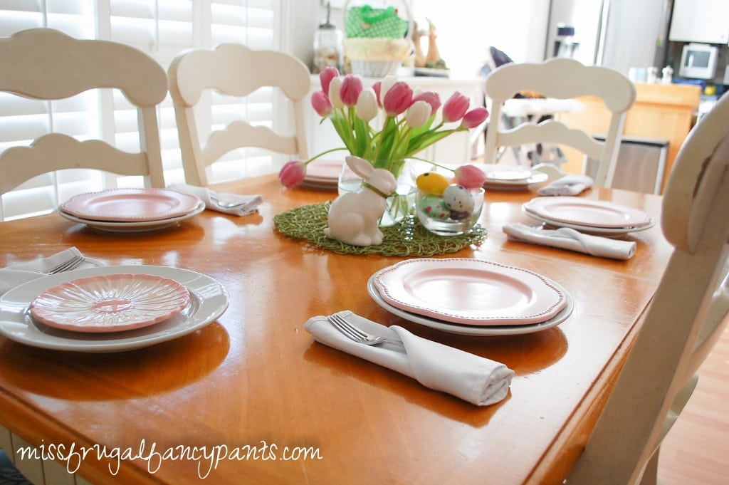 Simple Easter Table | Easter Brunch Recipes | missfrugalfancypants.com