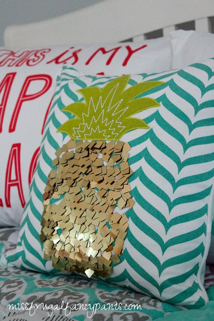 Tween Room Makeover - Pineapple | missfrugalfancypants.com